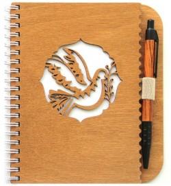 Деревянный блокнот с ручкой. Голубь с веточкой