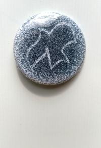 Значок с голубем, символизирующем Святого Духа