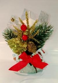 Свеча Рождественская декорированная (Белая с шишками, еловыми веточками и лентами)