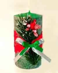 Свеча Рождественская декорированная (Зеленая с еловой веточкой и красным кружевом)