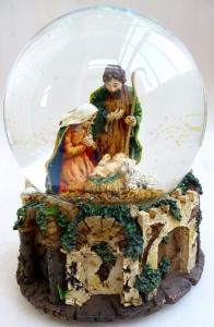 Музыкальный снежный шар. Рождество. Святое семейство