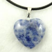 Кулон в виде сердца из природного камня. Лазурит