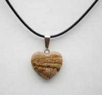 Кулон в виде сердца из природного камня. Яшма рисунчатая