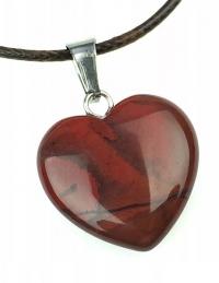 Кулон в виде сердца из природного камня. Яшма красная
