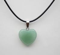Кулон в виде сердца из природного камня. Авантюрин зелёный