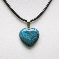 Кулон в виде сердца из природного камня. Оникс