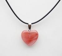 Кулон в виде сердца из природного камня. Ярко-розовый кварц