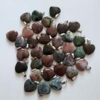 Кулон в виде сердца из природного камня. Агат